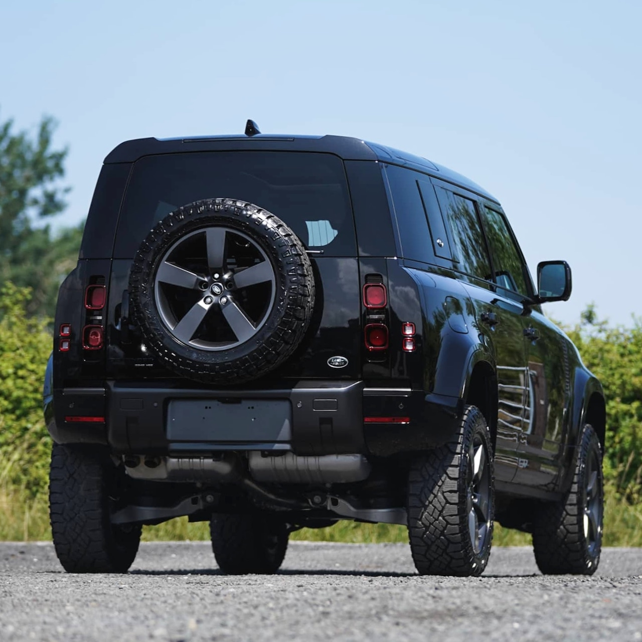 All New 2020 Land Rover Defender 110 D240 HSE James Bond ...
